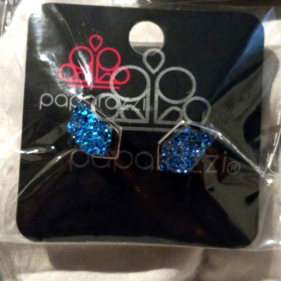 Paparazzi post earrings
